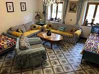 Obývací pokoj - chalupa k pronájmu Stříbřec