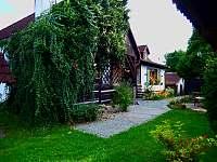 Pohled ze zahrady - chalupa ubytování Stříbřec