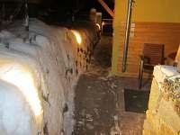 Chodník v zimním večeru
