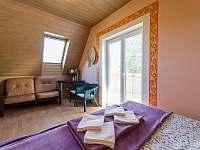 Ložnice s balkonem - chata k pronajmutí Vlachnovice