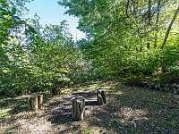 Venkovní ohniště v zadní části zahrady - Vlachnovice