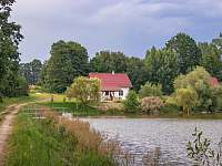 Chaty na rybníku Slávek - pronájem Lžín