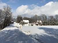 Chaty na rybníku Slávek- zima,zimička☃️❄️ - Lžín