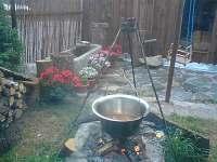kotlíkové vaření - pronájem rekreačního domu Černá v Pošumaví