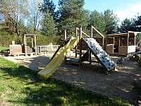 Vláček na hřišti - pronájem chaty Vlkov