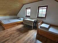 1. patro, čtyřlůžkový pokoj č.5, možnost přistýlky - rekreační dům k pronájmu Chlum u Třeboně