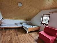 1. patro, třílůžkový pokoj č.3, možnost přistýlky - pronájem rekreačního domu Chlum u Třeboně