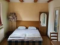 přízemí, dvoulůžkový pokoj č.1, možnost 4 lůžek - rekreační dům ubytování Chlum u Třeboně