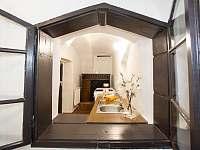 Kuchyňka (kávovar,toaster,mikrovlnka,el. trouba a sporák,myčka,r.v.konvice - pronájem chalupy Rožmberk nad Vltavou