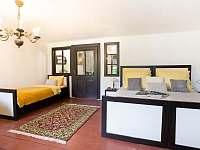 třílůžkový pokoj s přístýlkou - chalupa ubytování Rožmberk nad Vltavou