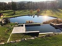 Koupací rybník k dispozici u sousedů