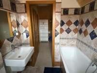 Koupelna v patře - chalupa k pronajmutí Varvažov
