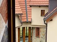 Výhled z koupelny na sousední Lodge - Varvažov
