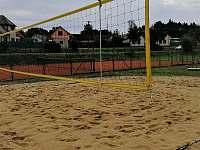 Tenisový kurt a hřiště na plážový volejbal - chalupa k pronájmu Klec u Třeboně