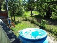bazén pod zastřešenou terasou - chalupa ubytování Hutě u Bechyně
