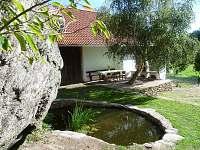na dvorku - chalupa ubytování Hutě u Bechyně