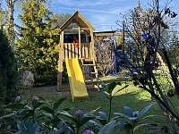 Dětské hřiště, trampolína, pískovistě - vila ubytování Třeboň