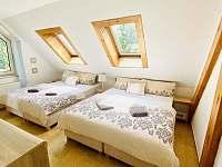 Ložnice pro 4 osoby - podkroví vilky - pronájem vily Třeboň