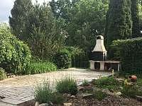 Zahrada s grilem a sluneční terasa - Třeboň
