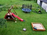 dětské hřiště-pohled z terasy - Domanín