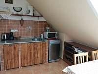 Kuchyně k tří a čtyřlůžkovému pokoji - rekreační dům k pronajmutí Domanín