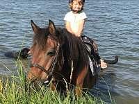 plavení v nedalekém rybníku Mutyně