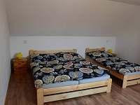 průchozí ložnice pro 3 osoby - chalupa ubytování Frahelž