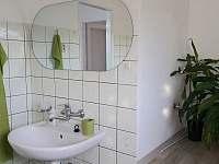 koupelna v prvním patře - chalupa k pronajmutí Vodňany