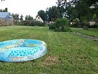 Malý bazének pro děti - chalupa k pronájmu Vodňany