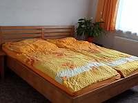 manželská postel - chalupa k pronajmutí Vodňany