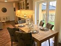 Jídelní stůl pro 6 osob - apartmán v podkroví - Třeboň