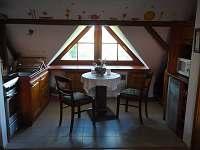vybavený kuchyňský kout - chalupa k pronájmu Dudov u Malšic