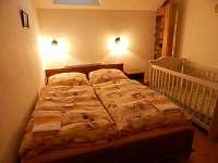 Podkrovní byt, ložnice pro 2 osoby a 1 dítě - apartmán k pronájmu Mojné