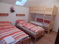 Podkrovní byt, ložnice pro 4 osoby - apartmán ubytování Mojné