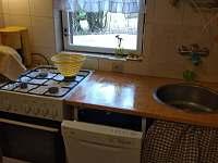 nová kuchyňka s myčkou - pronájem chaty Hutě u Bechyně