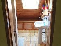 koupelna podkroví - rekreační dům k pronájmu Benešov nad Černou