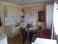 kuchyně byt v přízemí - pronájem rekreačního domu Benešov nad Černou