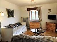 Obývací pokoj + ložnice - chalupa ubytování Velký Pěčín