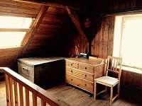 Podkrovní pokoj s dvěmi oddělenými postelemi