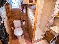 Koupelna se sprchou a WC - chata k pronajmutí Roudná u Soběslavi