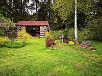 Zahrada a pergola - chalupa ubytování Loučovice