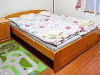 Pokoj č. 1 pro 4 osoby s dětským koutkem a postýlkou - chalupa k pronájmu Bělá