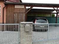 Parkování v areálu