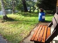lavička a posezení u chaty   / Chata Čejnov u Lužnice