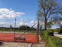 Tenisové kurty v obci