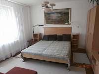 Ložnice 3 1.P - chalupa k pronájmu Hluboká u Borovan