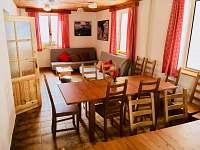 Jídelna a společenská místnost - pronájem chaty Lipno nad Vltavou