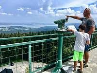 Výhled na Lipno z rakouské strany rozhledna Moldaublick -