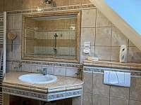 Koupelna, WC 2 - chalupa k pronajmutí Holubovská Bašta