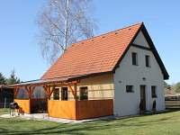 Hlavní vchod z boku chaty - ubytování Soběslav - Švadlačky